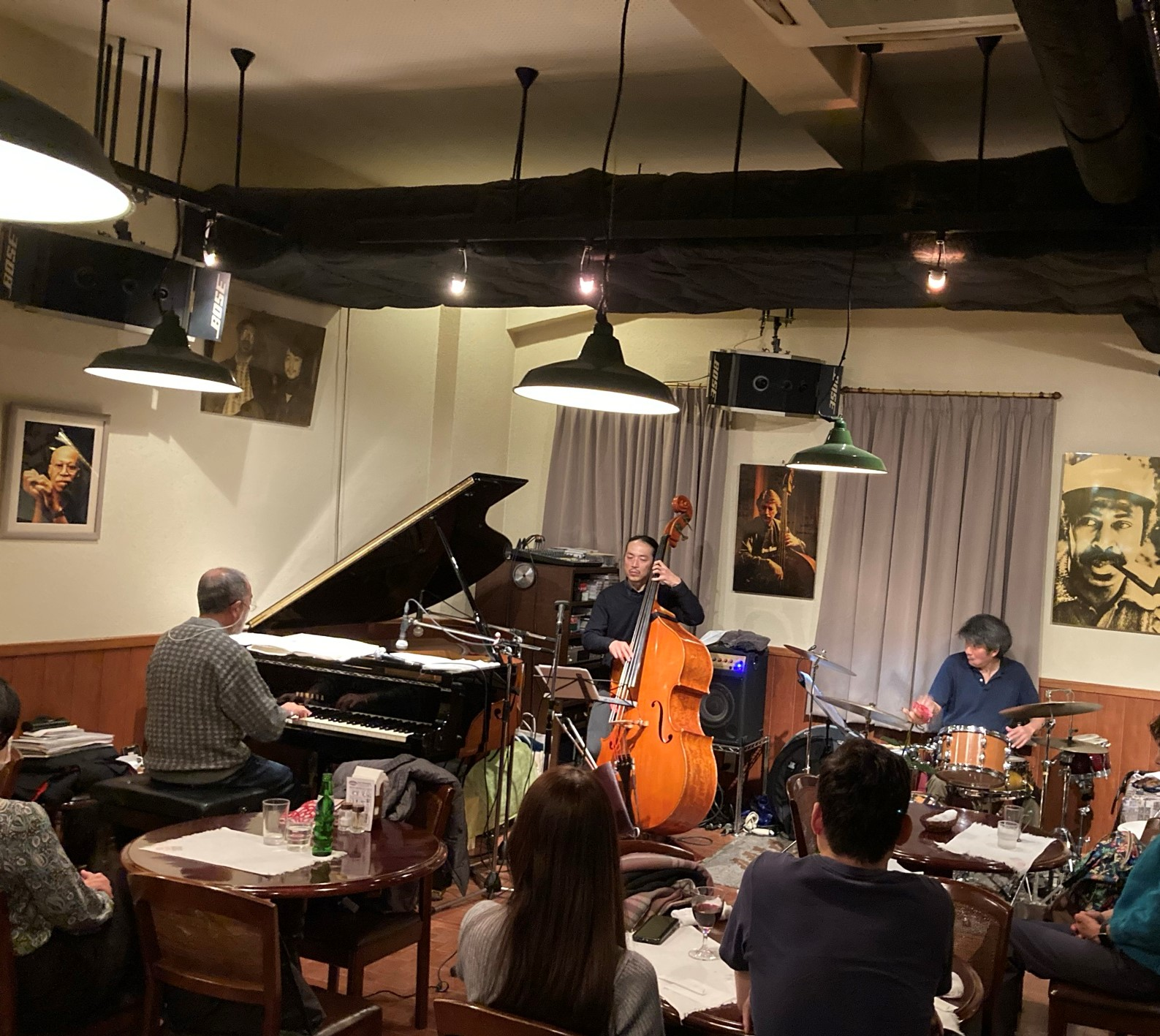 http://jazzclub-overseas.com/blog/jazz_club_overseas/12_19469.jpeg