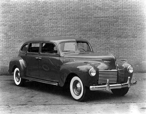 chrysler-imperial-1940-1.jpg